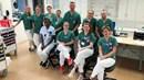 Gruppbild på ett stort antal vårdmedarbetare